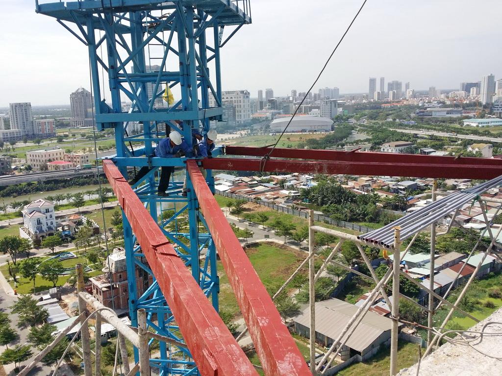 máy xây dựng hưng phước: Crane QTZ-5610 install district 07
